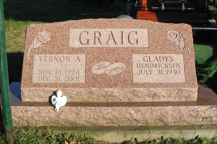 Gravestone for Vernon and Gladys Graig