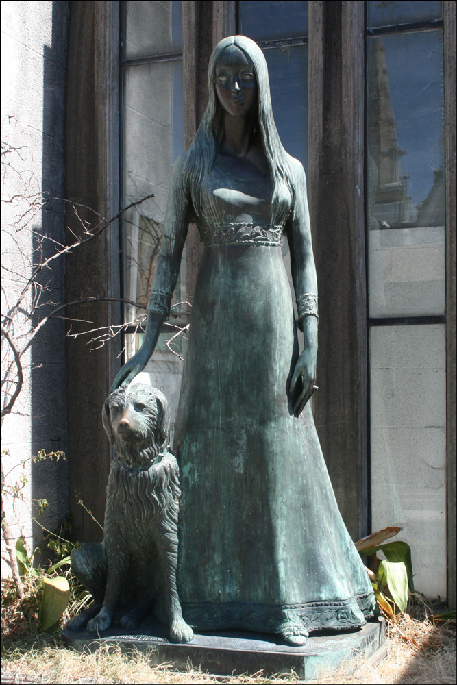 Sculpture of Liliana Crociati de Szaszak