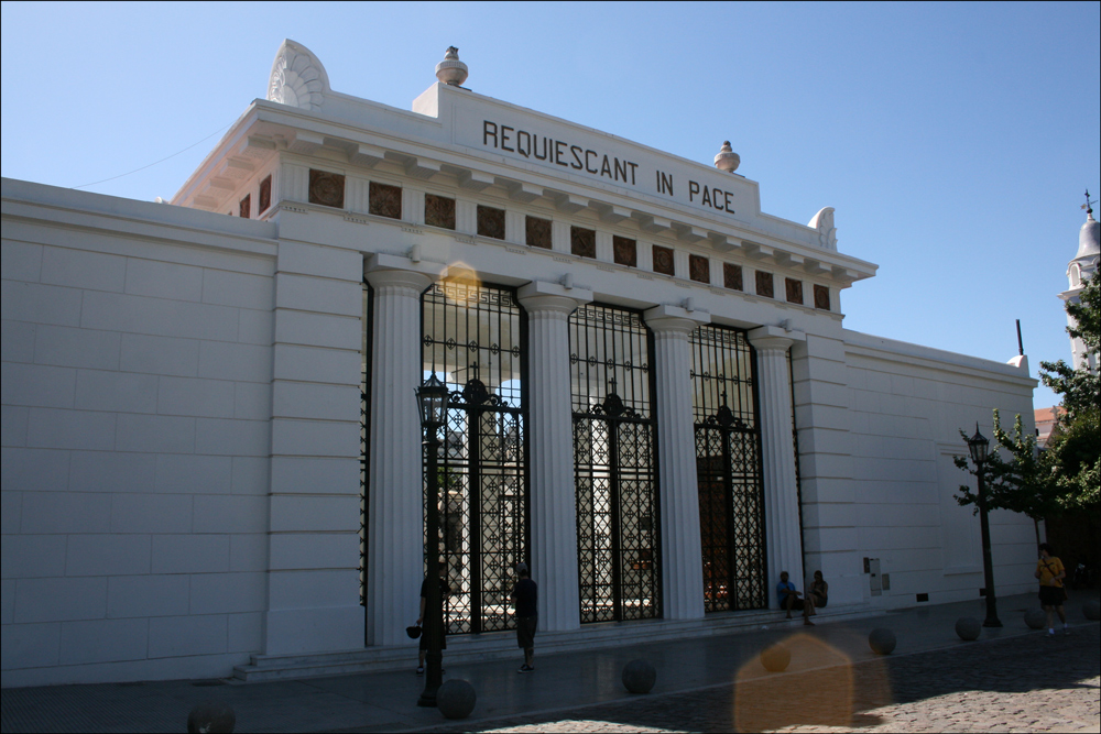 Entrance to Cementerio de la Recoleta