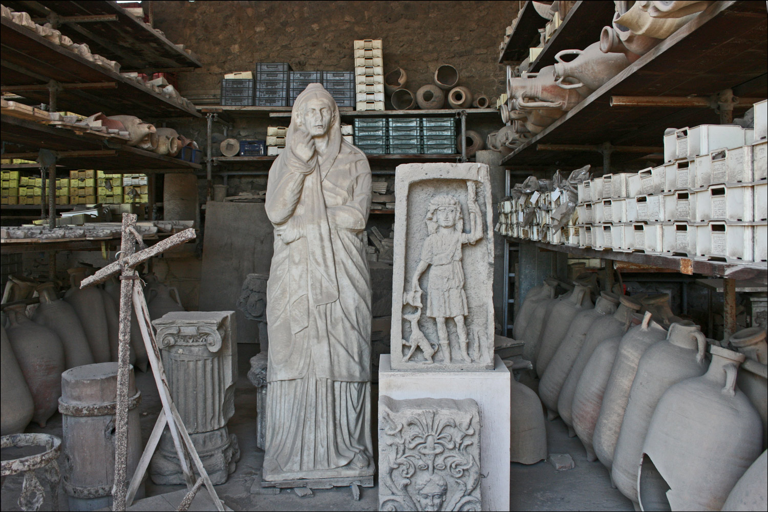 Granary Market with Statues