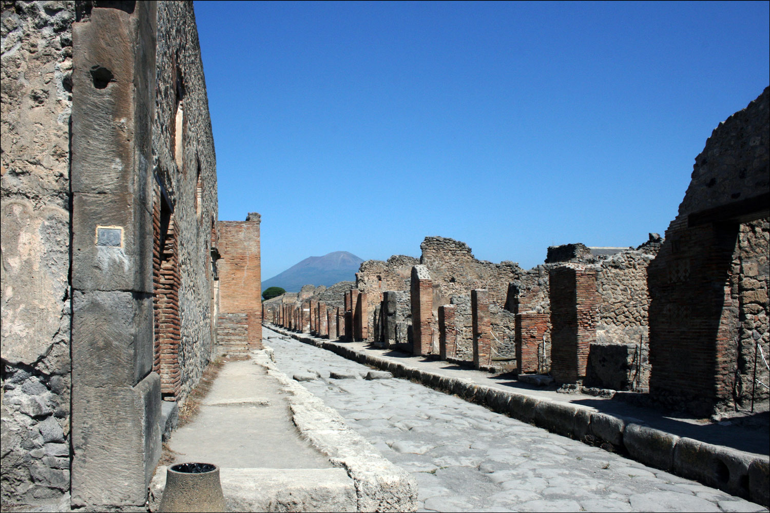 Mount Vesuvius from Holconius' Crossroads