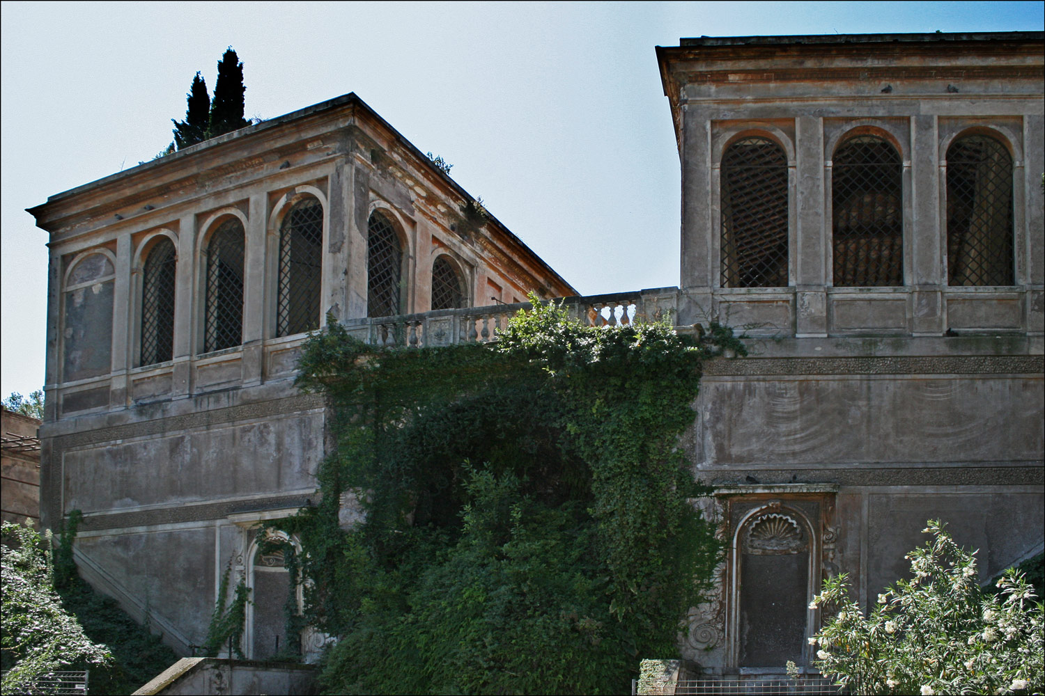 The Aviaries of the Farnese Gardens